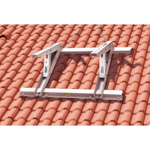 Support sur toit au dessus des tuiles
